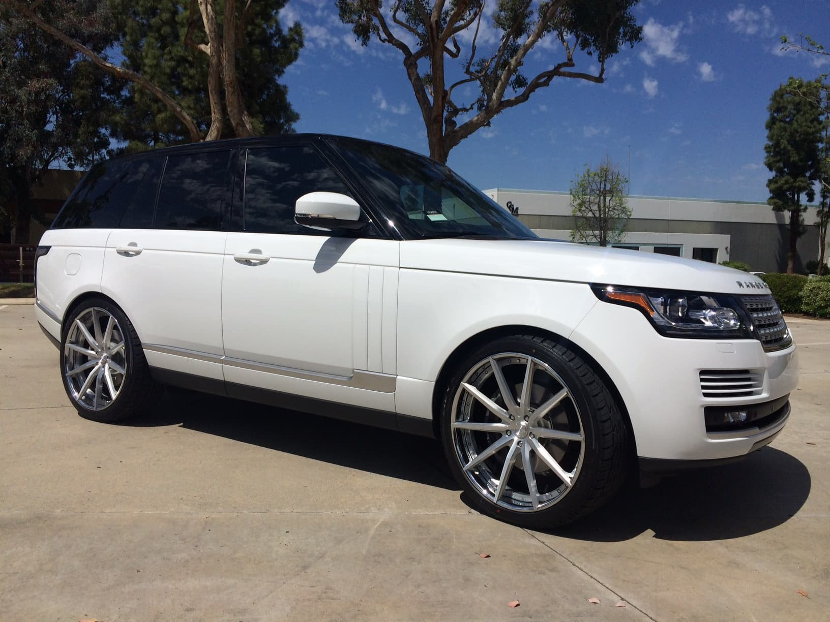 Custom LZ-108 on the 2013 Range Rover.