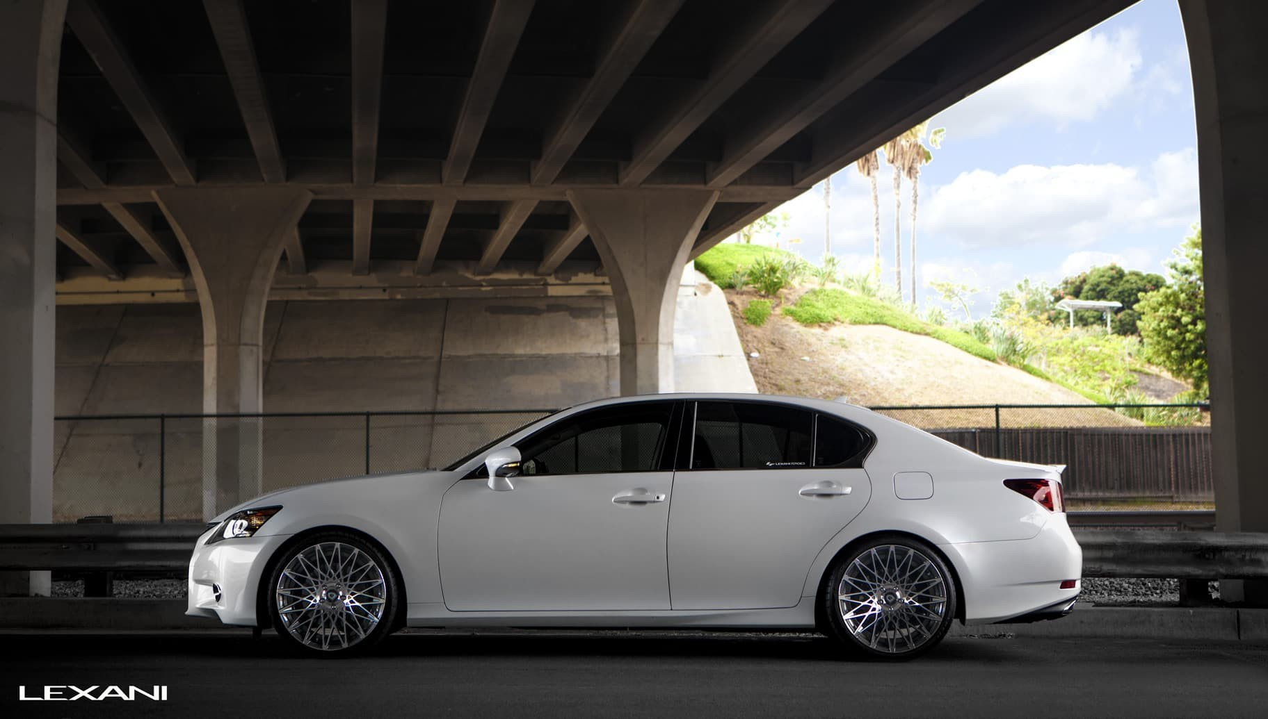 Lexus GS350 with machine and black CSS-16.