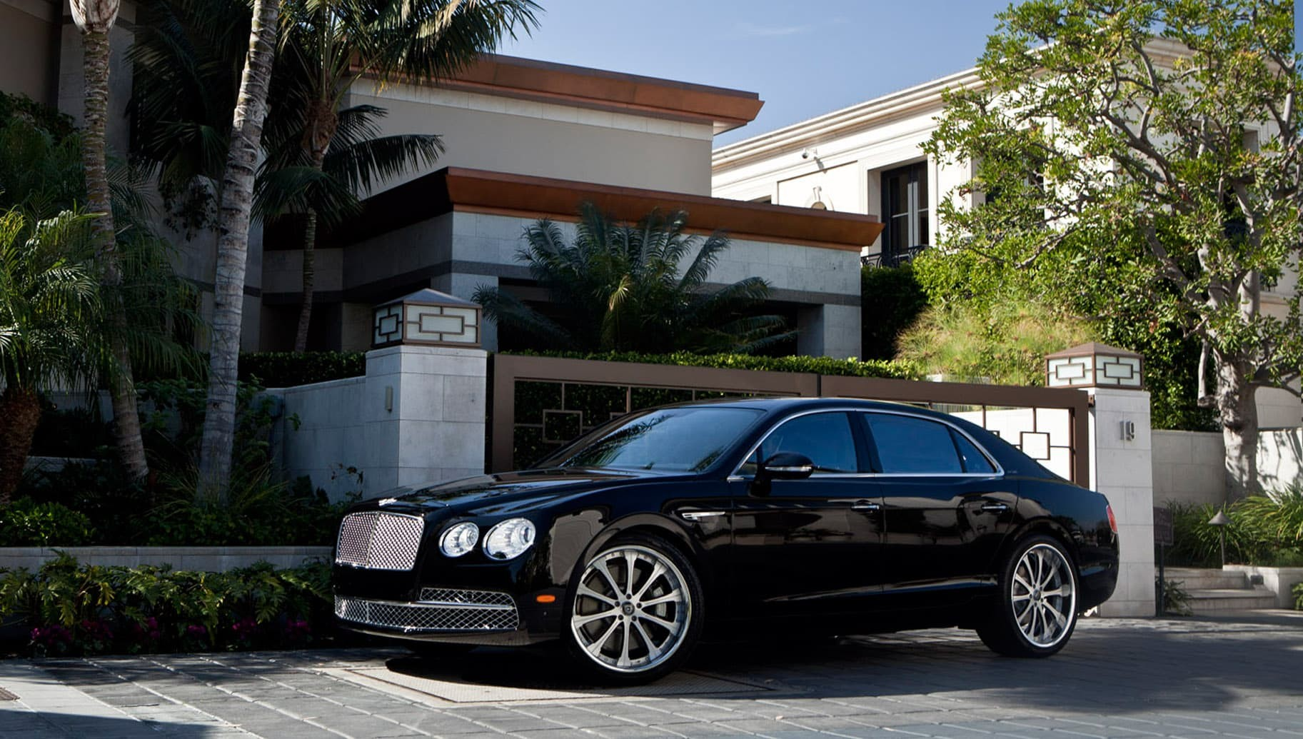 Custom LF-707 on the Bentley Flying Spur.