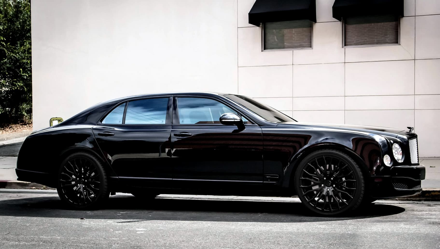 All black LZ-104 on the 2014 Bentley Mulsanne.