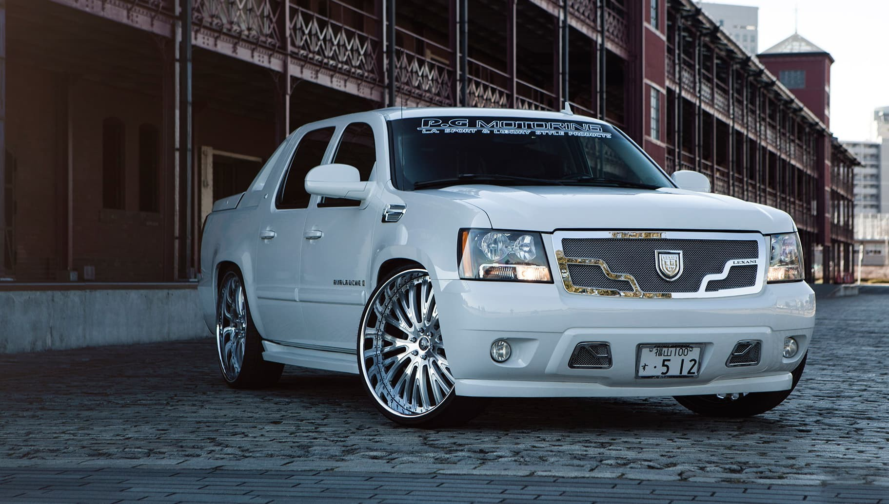 Custom LF-713 on the Chevrolet Avalanche.