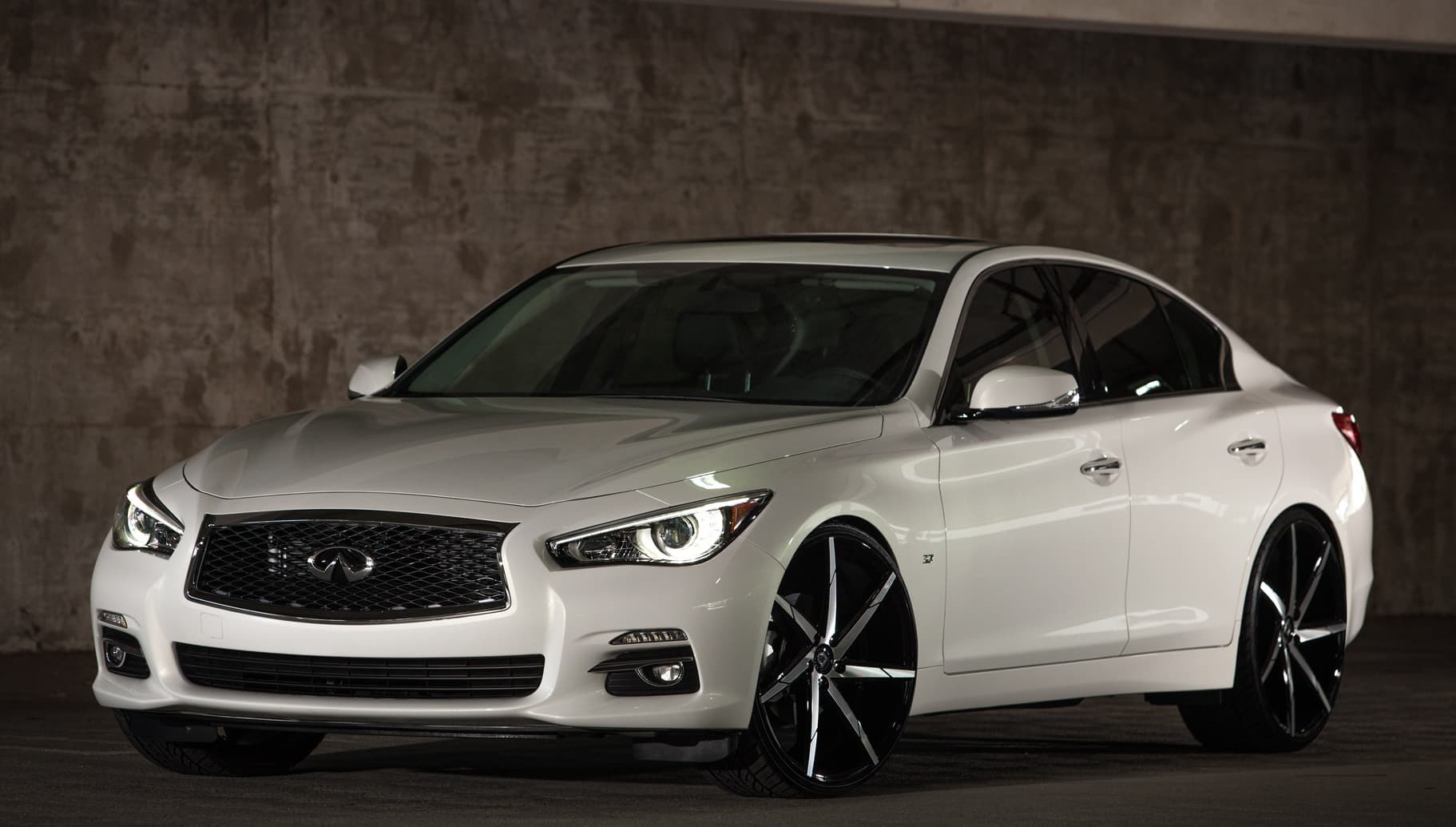 Machine and Black CSS-7 on the 2014 Infiniti Q50.