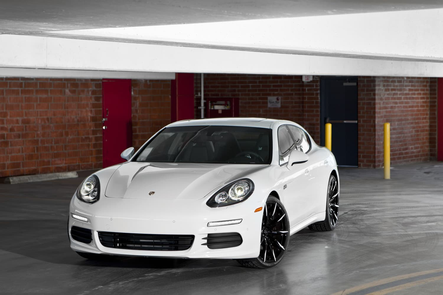 Custom Mono-101 on the Porsche Panamera.