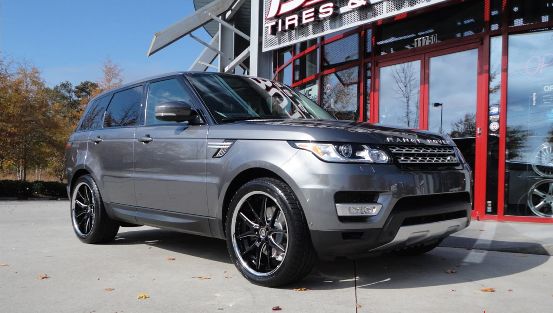 Machined edge R-Twelve on the Range Rover Sport.