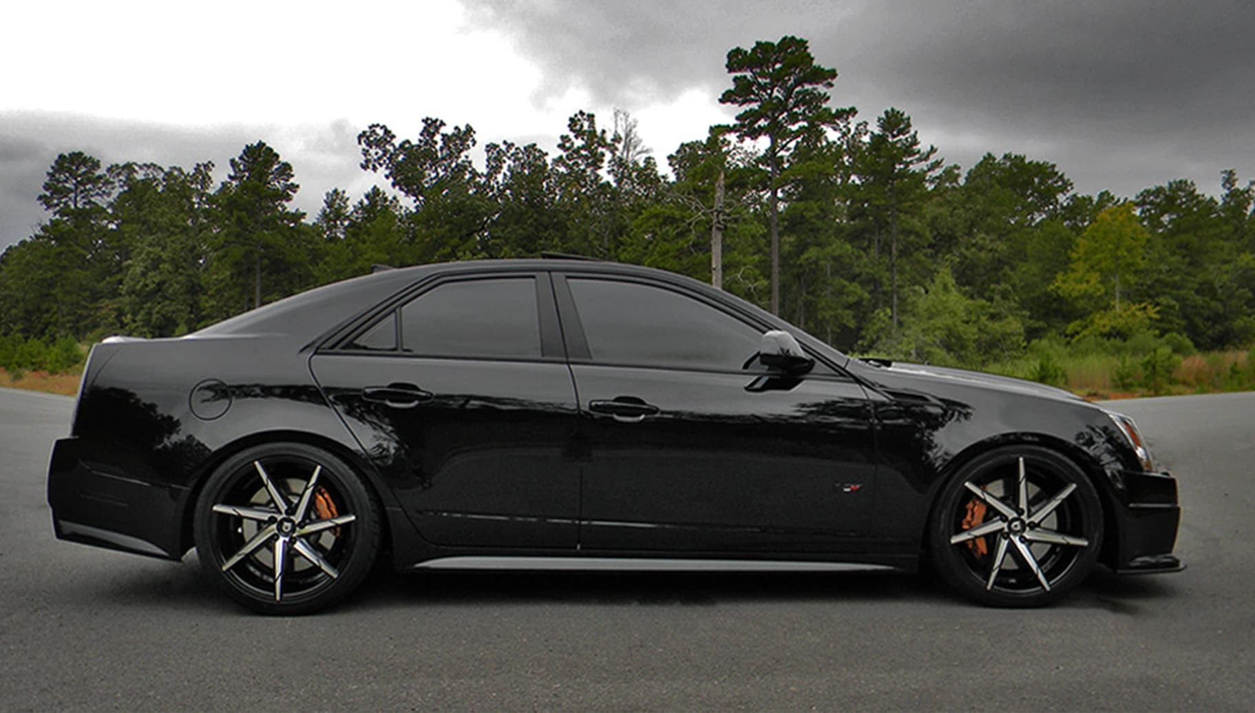 Machine and black CSS-7 on the 2015 Cadillac CTS-V.