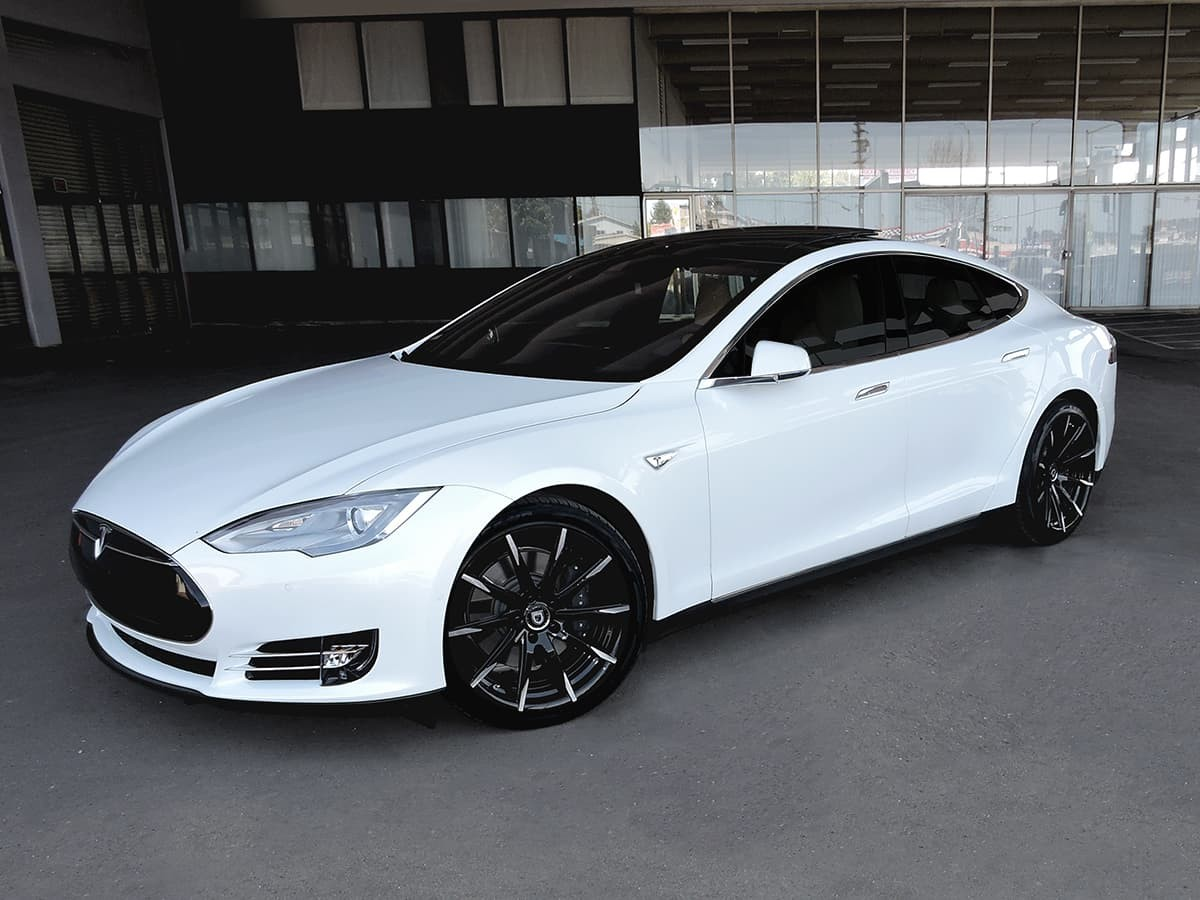 Tesla Model S on CSS-15 Black with Machine Tips