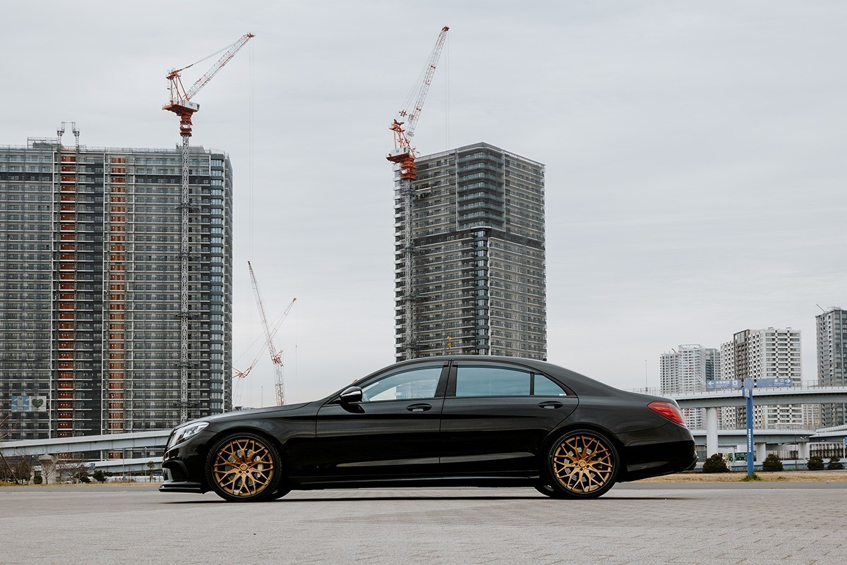 Mercedes S-Class on LTS-06