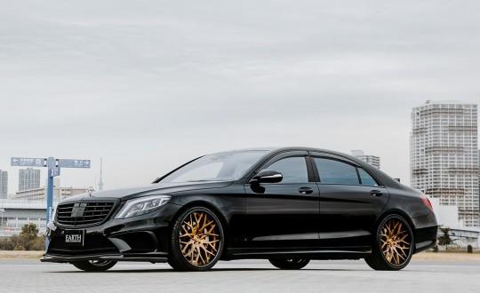Mercedes S-Class on LTS-06