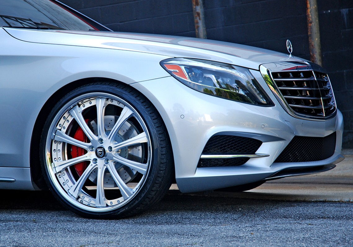 Brushed Center with Chrome Lip on the Mercedes-Benz S550.