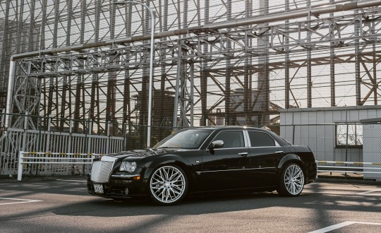 Custom Chrysler 300 on Aries