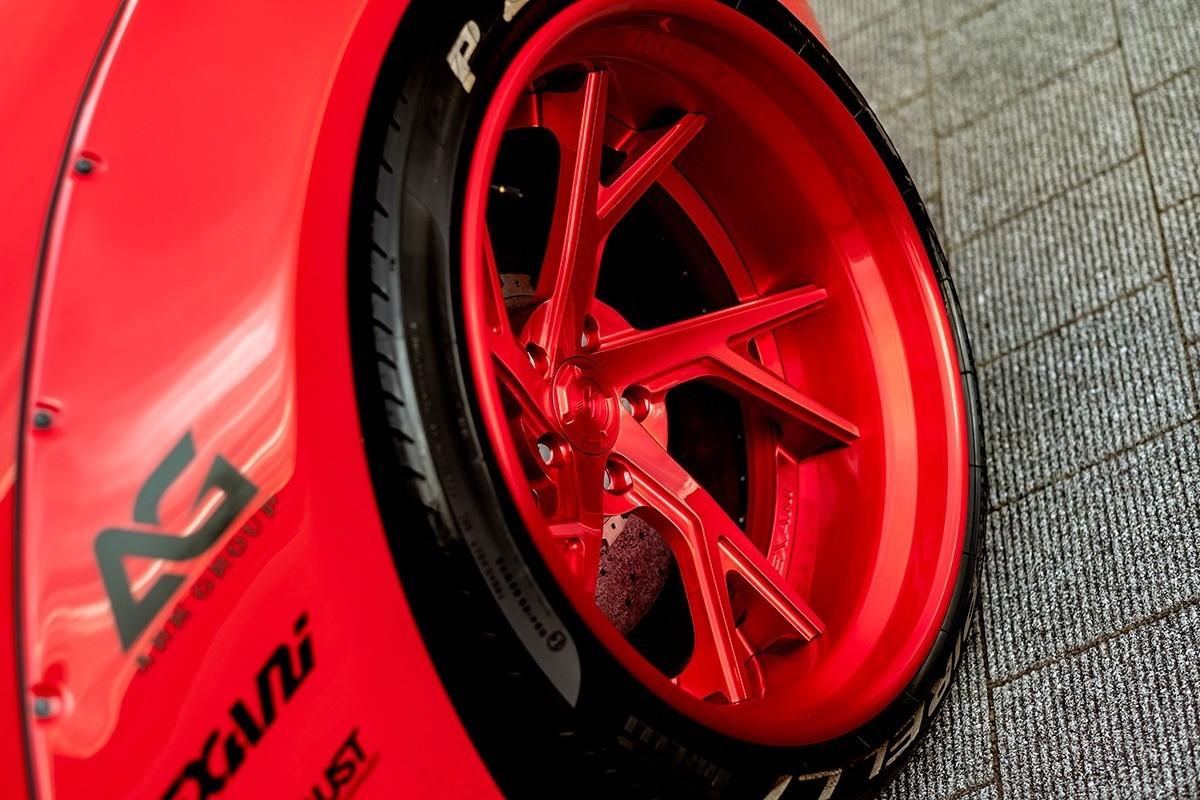 Ferrari 458 on LTS-04