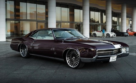 "Classic Custom Buick Riviera on 22"" LF-712"