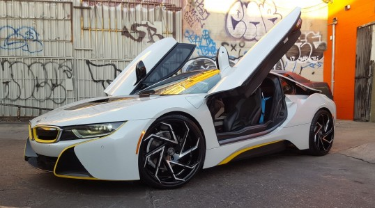 BMW i8 on Cyclone