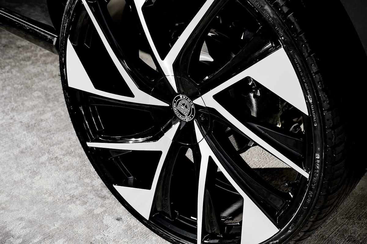 Lincoln Navigator on Lexani Ghost wheels
