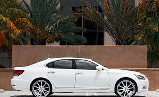 "The 2013 Lexus Ls 460 on 24"" white-chrome LT-709."