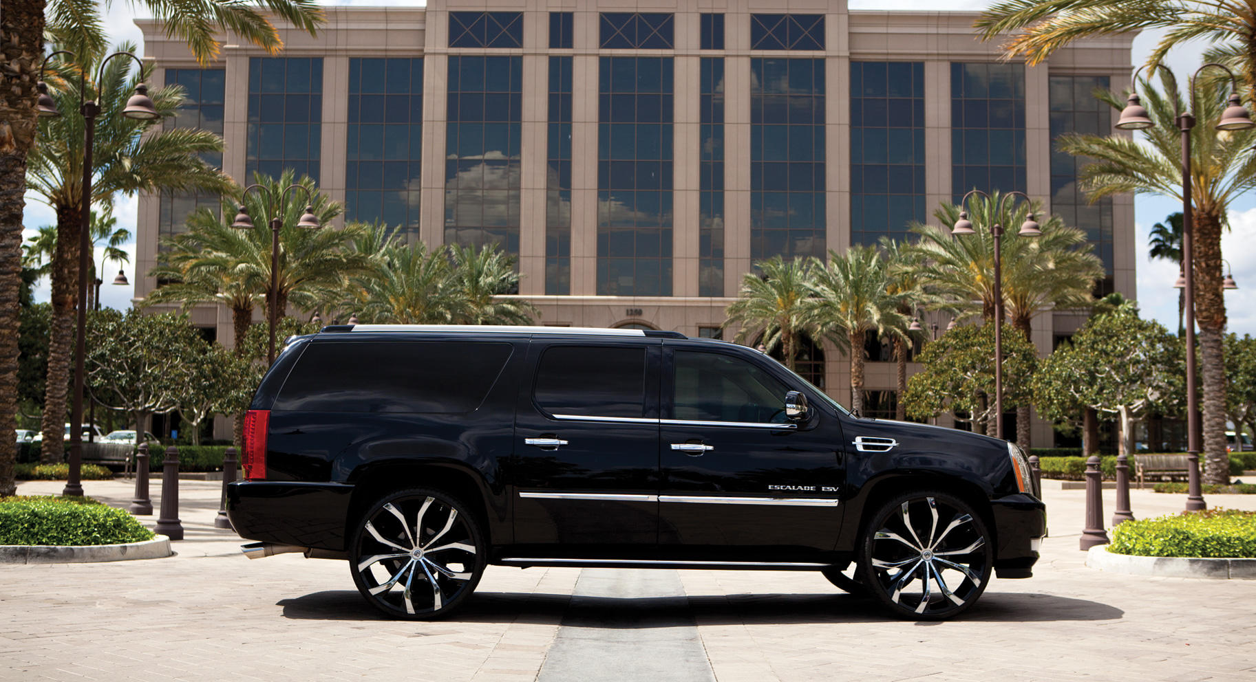 cadillac escalade The cadillac escalade is a suv great for luxury shoppers, towing, and large families carscom has the features of every escalade model year -- see if it's right for you.
