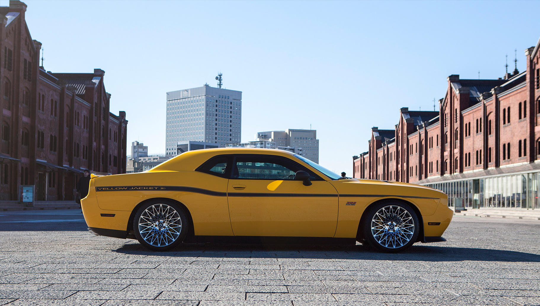 Machine and Black CSS-16 on the Dodge Challenger SRT 8.