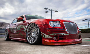 Chrysler 300C with chrome CS-Monza wheels.