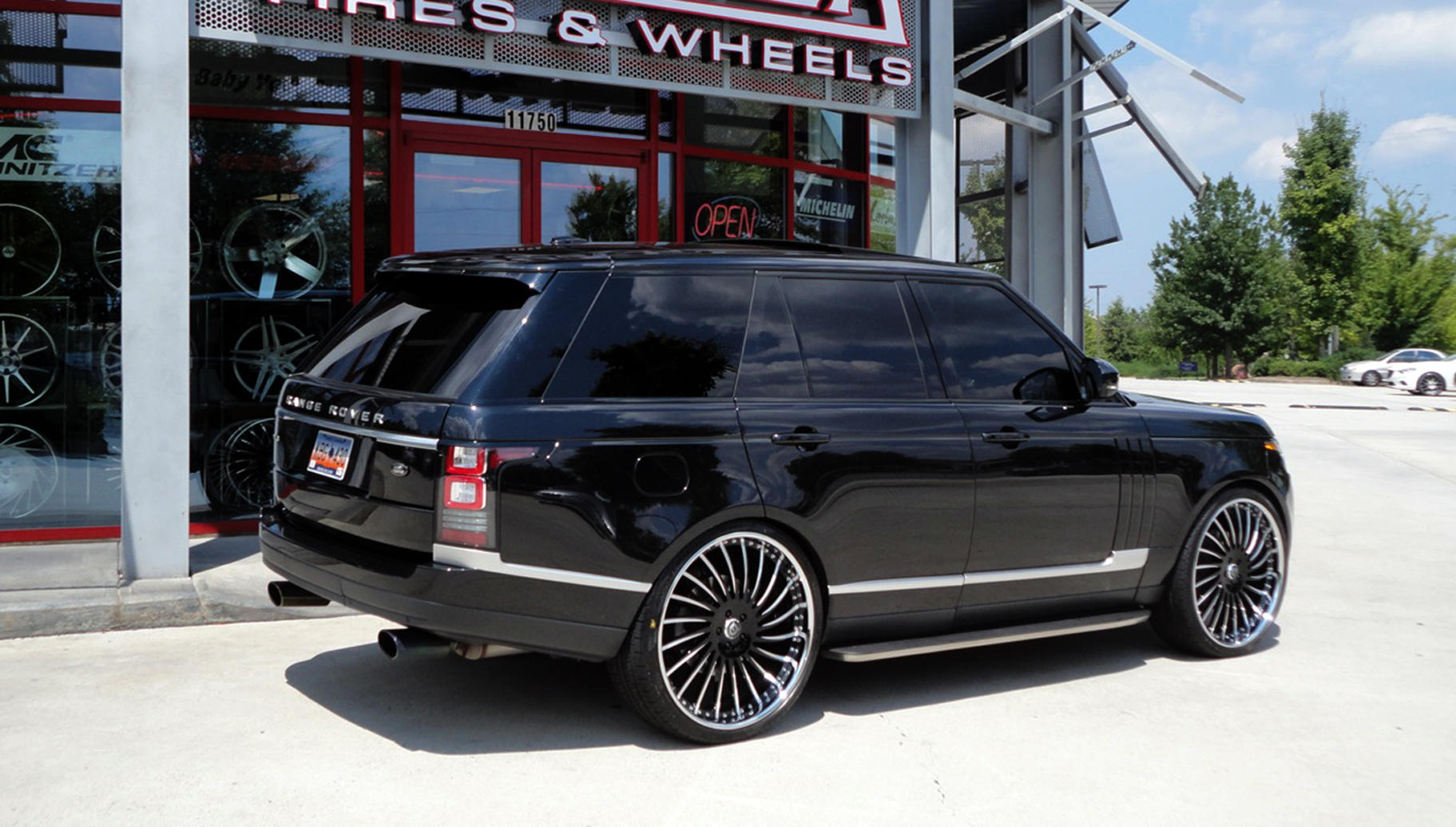 Two tone LF-712 on the Range Rover HSE.